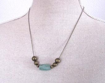 Aquakristall an Messingkugeln vintage Halskette mittellang