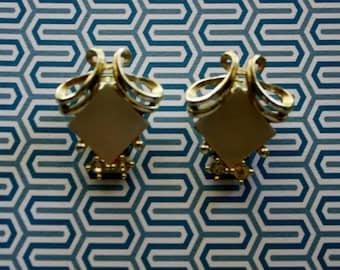 DIamond Scroll Silvertone Clip On Earrings/ Vintage Clip On Earrings