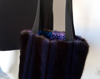 Small handbag style Tote, blue faux-fur lining wax