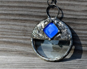 Magnifier Pendant, Reading Aid Made Wearable Necklace, Real Magnifying Glass Lens, Bright Blue Inset, Long Chain or Extra Long Chain (2748)
