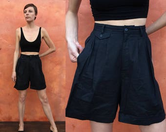 Vintage 1990s high waist Black pleated shorts. High waisted shorts. pleated shorts vintage 90s shorts. Cotton linen