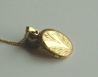 Vintage Locket Gold Filled Vintage Etched Picture Locket Necklace with Fine Chain