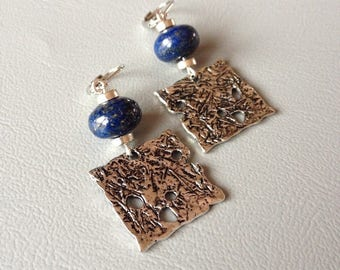 Bohemian earrings, lapis lazuli and silver metal square pendant, creating Leamorphoses washers.