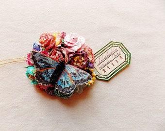 Schmetterling Kollektion blau Petrol / Kirsche, rot, Rosa, gelben Rosen Gänseblümchen schillernden Sternenstaub Glitzer Handarbeit Maulbeerseide blumencorsage