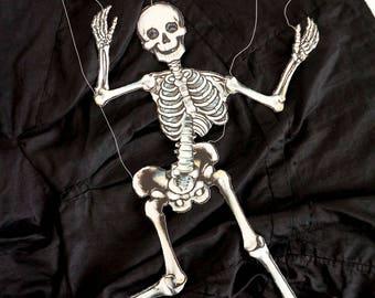 HTF Vintage 1970s Hallmark Halloween Merry-O-Nette / Black White Articulated Paper Skeleton Marionette Decoration Ephemera