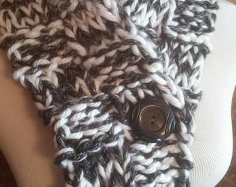 Winter Knit Button Cowl in Cream