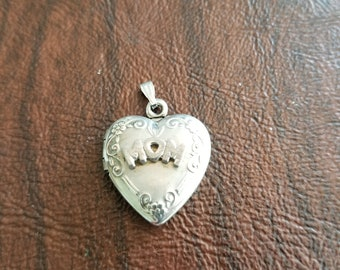 Vintage Sterling Silver Mom Locket Pendant, .925 Heart-Shaped Locket that Holds 2 Photos, Mother's Day Gift