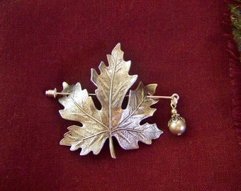 Shawl Pin, Scarf Pin, Sweater Pin, Maple Leaf Pin, Maple Leaf Shawl Pin, Silver Maple Leaf, Maple Leaf, Maple Leaf Pin, Pearl Pin, Leaf Pin