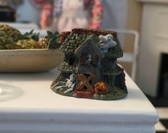Miniature Halloween Figurine, Mini Haunted House, Dollhouse Miniature, 1:12 Scale, Dollhouse Accessory, Halloween Decor, Topper