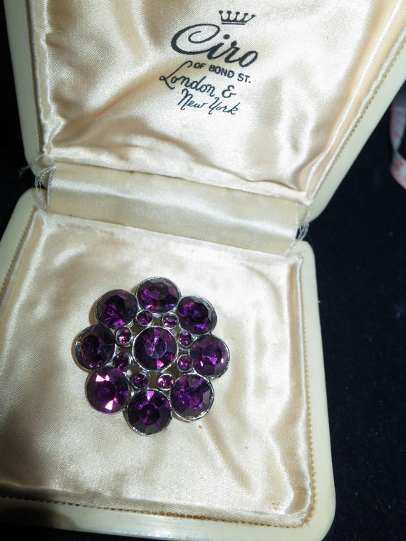 Lovely vintage silvertone amethyst purple glass brooch