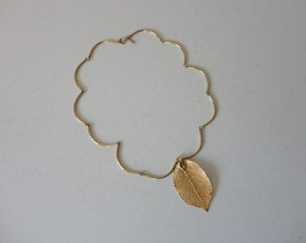 VINTAGE gold tone leaf PENDANT NECKLACE - sarah cov - sarah coventry - tube link necklace - modern minimalist