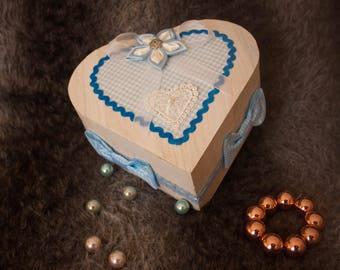 Blue flower heart box