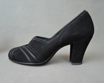Vintage 1940s Shoes Size 4 AA, Black Suede Pumps XS  Air Step Shoes