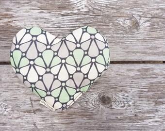 Coeur : coussin thérapeutique réconfortant pour bébé (chaud ou froid) soulage coliques migraines ecchymoses sinus imprimé floral turquoise