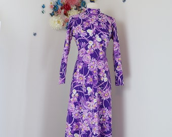 1970s Dress - Vintage A-line Purple Floral Maxi Dress - M/L - Bold Graphic Print - Long Sleeve - High Neck - Groovy Boho Statement Dress