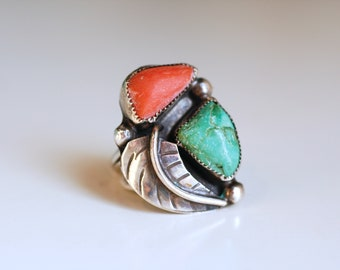 1970s red coral and green turquoise sterling ring / 70s vintage Native American Navajo stone and silver statement ring w feather size 7 1/4
