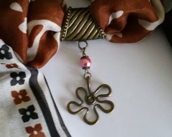 Old accessory for scarf with bail and stylized flower pendant bronze, Pearl Pink