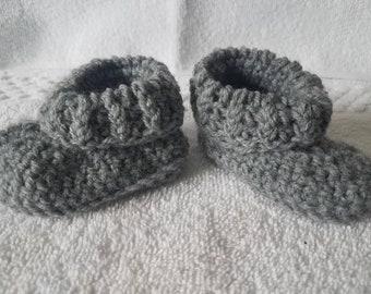 Newborn booties & hat