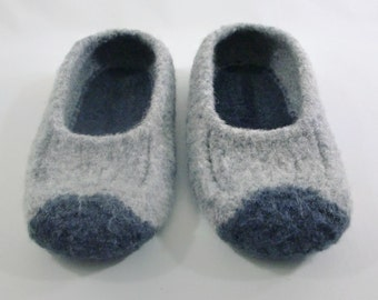 Mens two-tone grey felted wool slipper in sizes 8 and 10