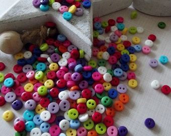 100 Plastic Buttons, various colours, great for scrapbooking - 6mm diameter