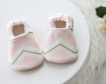 Light Pink and Gold Chevron Baby Shoe//pink baby shoes, gold baby shoes, Baby Booties, baby shoe, baby Girl shoes, baby moccasins, pink boot