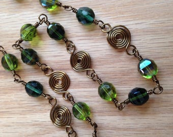 Green Necklace Spiral Link Necklace Green, Dark Green Jewelry, Copper Wire Necklace, Copper and Green Glass Bead Necklace, Green Glass Beads
