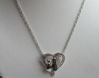 COLLIER COEUR CHATS coeur cristal deux chats amoureux couleur argent et noirjoli bijou création cadeau pour femmeunique