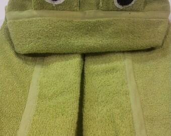 Friendly Frog Hooded Bath Towel