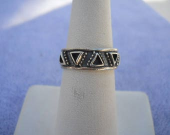 925 Silver Triangles Design Ladies Ring Size 6.5  Vintage