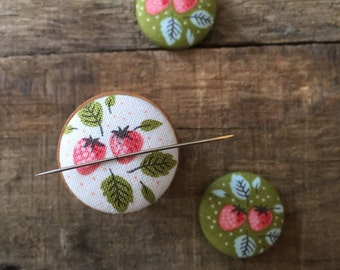 Strawberry Patch magnetic needleminder in WHITE, embroidery, sewing notion