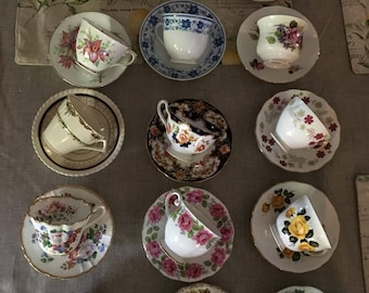 Lot of 15 teacups and saucers