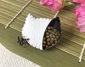 Alice im Wunderland - Grinsekatze - schwarz und weiß - Leder - Brosche - Pin - handgefertigt - Abzeichen - leicht zu tragen - jeden Tag tragen
