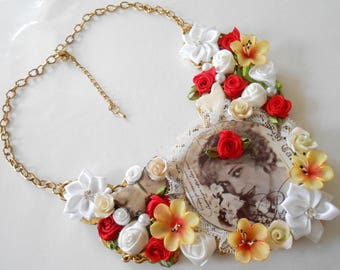Gold flowers and lovely cabochon necklace.
