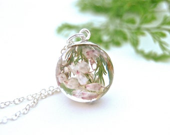 White flower necklace, Wedding, Heather flower necklace. Botanical necklace, Real Flower jewelery, Flower Resin Necklace. By OCEAN PETALS