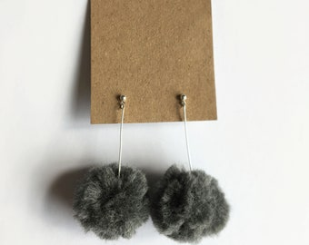 Pom-pom earrings- (Dark grey)