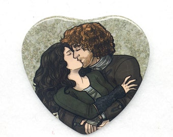"Outlander Claire and Jamie kiss heart shaped 2"" pinback button"