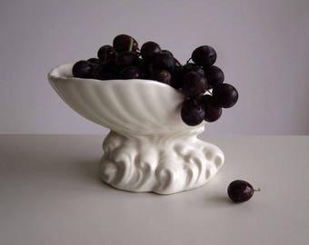 Art deco bowl / Shell-shaped pottery fruit bowl, bonbon dish,