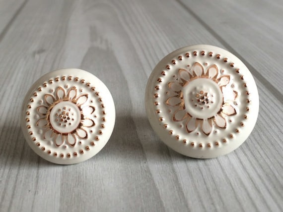 Shabby Chic Dresser Drawer Knobs Pulls Handles Creamy White Gold Flower /  Kitchen Cabinet Door Handle Pull Knob / French Country Home Decor From ...