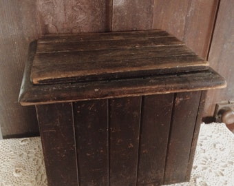 Antique Bead Board Box With Lid