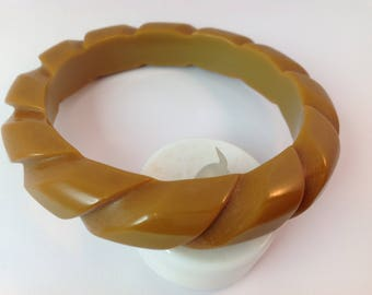 Bakelite Pinwheel bangle bracelet