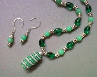 Minty Fresh Green and White Necklace and Earrings (1105)