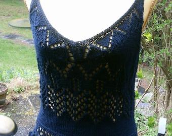 Dark blue knit top with crochet border, Gr. 36-38 (S M),.