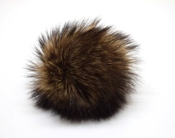 P0110 | MEDIUM pompom made from recycled racoon fur | brown