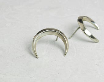 Crescent moon earrings studs –occult jewelry silver – wiccan earrings – moon phase studs posts –polished finish – pagan silver jewelry