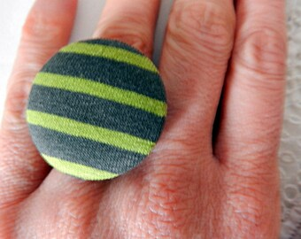 Adjustable ring in green striped fabric
