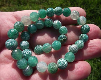 5 FIRE DRAGON VEINS AGATE BEADS HAS GREEN MULTI FACETED. 8 MM.