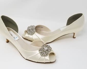 Ivory Wedding Shoes with vintage style brooch Ivory Bridal Shoes Ivory Kitten Heels Additional 100 COLOR CHOICES Ivory Bridesmaid Shoes