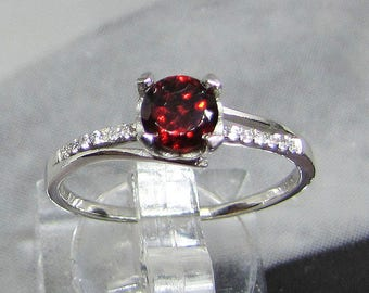 Mounted on silver minimalist ring and stone Garnet size 50