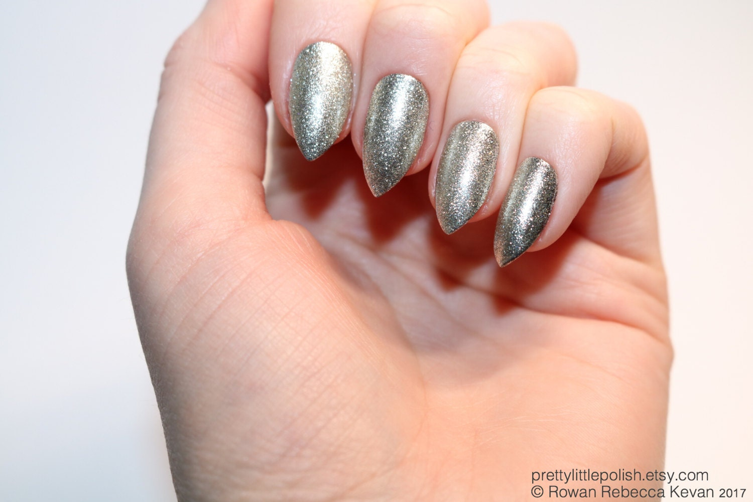Unicorn chrome powder nails, Short stiletto nails, Fake nail ...