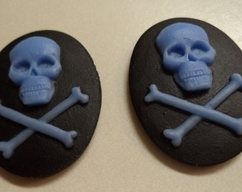 40mm x 30mm oval vertical pirate skull and crossbones cabochons cameos blue on black 2 pc lot l